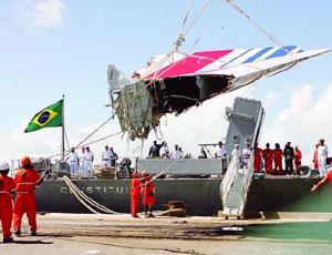 La Marina militare brasiliana recupera un frammento della coda