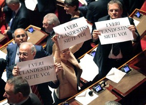 Senatori Idv in protesta