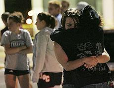La gente terrorizzata dopo la sparatoria
