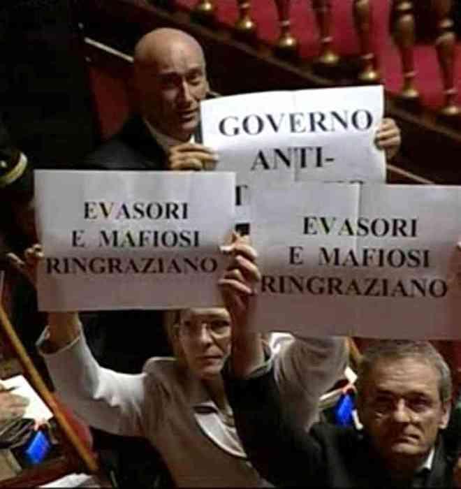 protesta del Pd contro il decreto correttivo sullo scudo fiscale